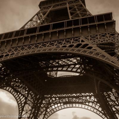 Au pied de la tour