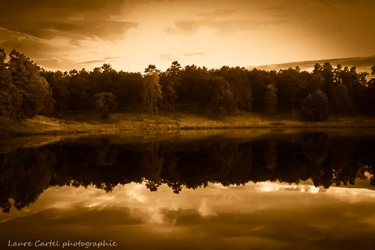 Reflets sur le lac d'Auriac