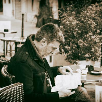 Street photography - Perdu dans sa lecture